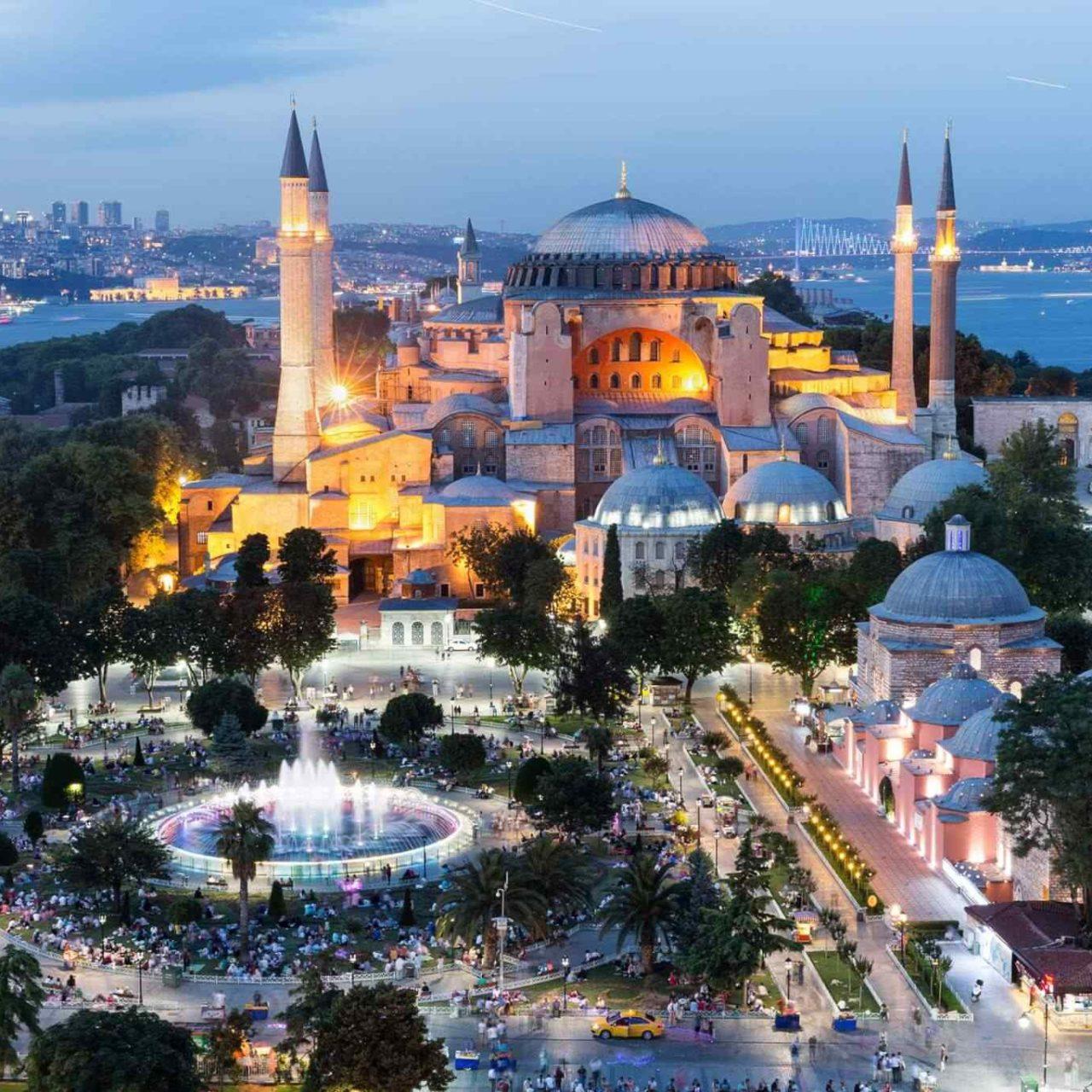 https://www.lukart.cz/wp-content/uploads/2018/09/destination-istanbul-02-1280x1280.jpg